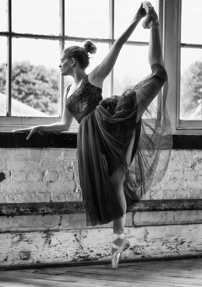 Stretch / Photography by PG pix, Model Artemis Fauna, Taken at Natural Light Spaces / Uploaded 22nd July 2017 @ 04:00 PM
