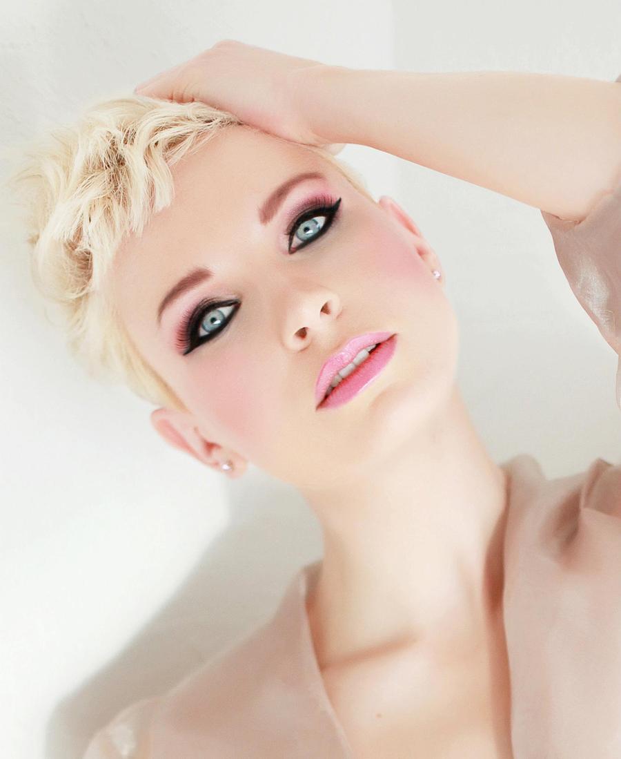Model Mina / Uploaded 1st September 2012 @ 12:15 PM