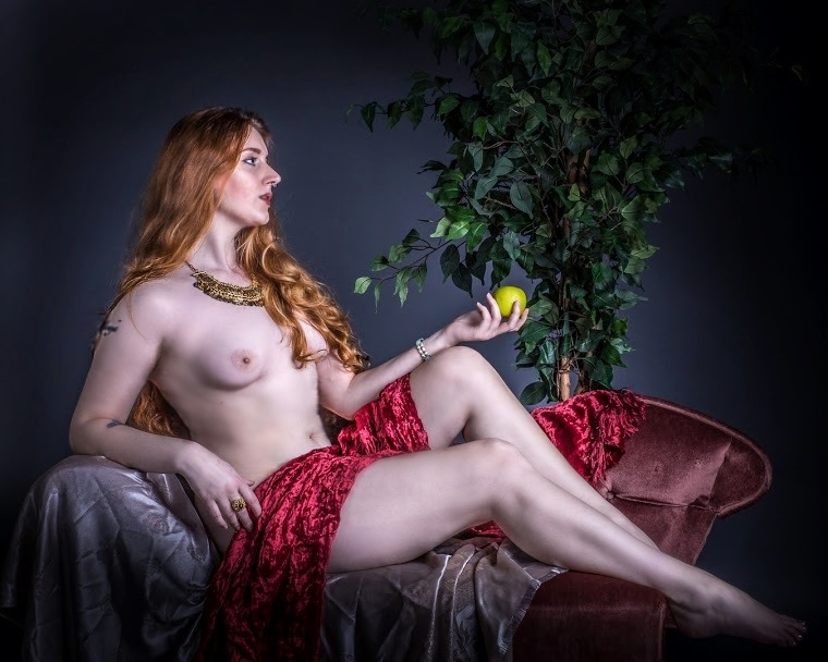 Forbidden Fruit / Photography by DonTD, Model Seren Wise, Post processing by Seren Wise / Uploaded 5th April 2019 @ 10:28 PM