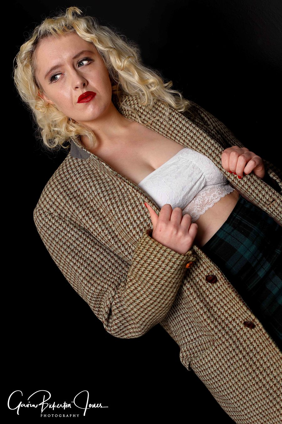 Edgy / Photography by GavinBJ, Model Maretta Vergette, Makeup by Maretta Vergette, Stylist Maretta Vergette, Taken at Butterfly Studios Norwich, Hair styling by Maretta Vergette / Uploaded 18th November 2019 @ 02:28 PM