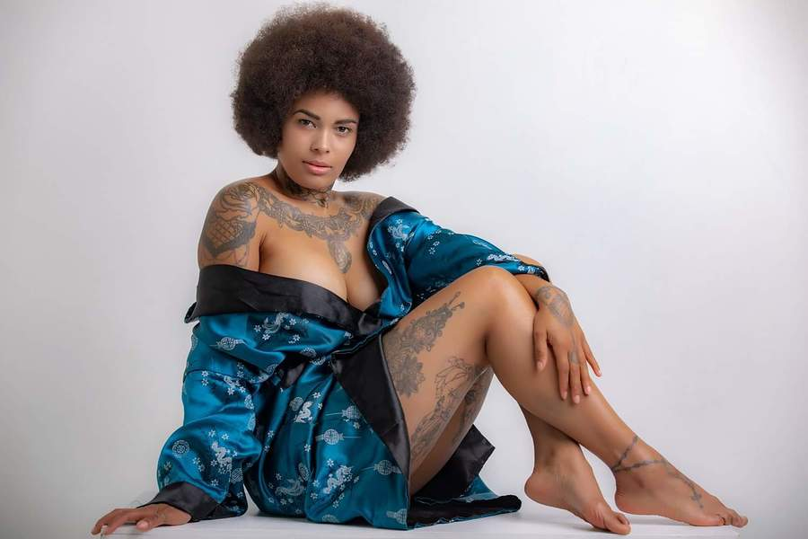 Queen of Chi / Photography by RA Photographic, Model Isiasha 'inked peaches' / Uploaded 17th July 2020 @ 10:25 PM