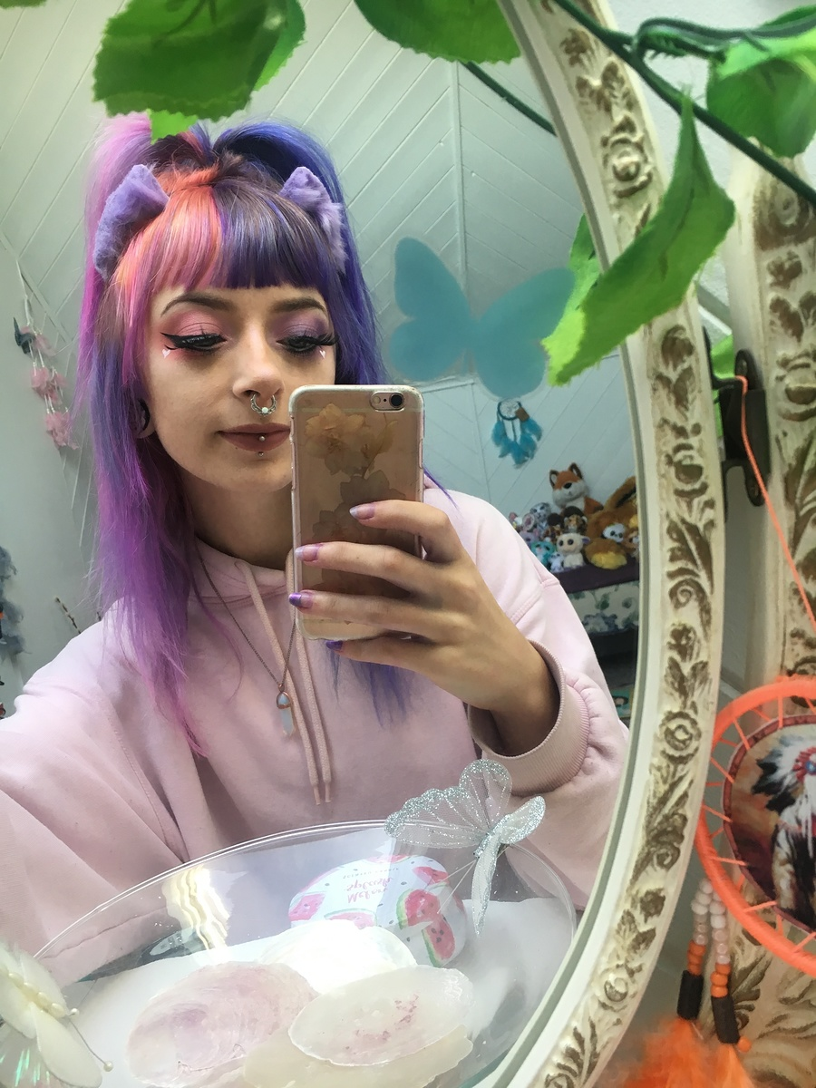 New Hair Selfie / Model Lily Moonflower, Makeup by Lily Moonflower / Uploaded 22nd September 2019 @ 09:26 AM