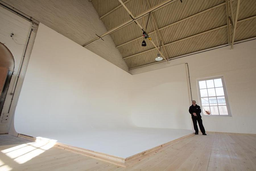 The insanity, I mean infinity curve in the new White Room studio.