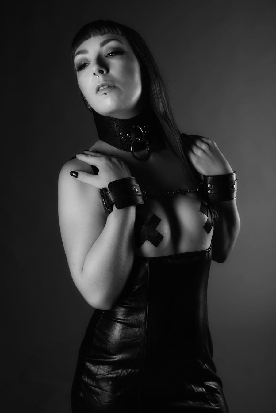 Photography by Roger M, Model Spellbound, Taken at Roger M / Uploaded 3rd September 2021 @ 04:54 PM