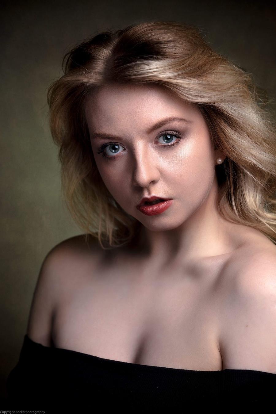 Saskia Post Nude Photos 56