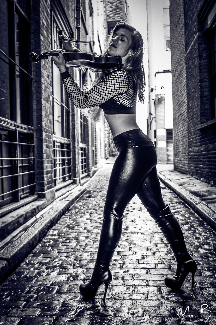 Street Player / Photography by Mr.B, Model Helen-Rose / Uploaded 11th August 2019 @ 09:11 PM