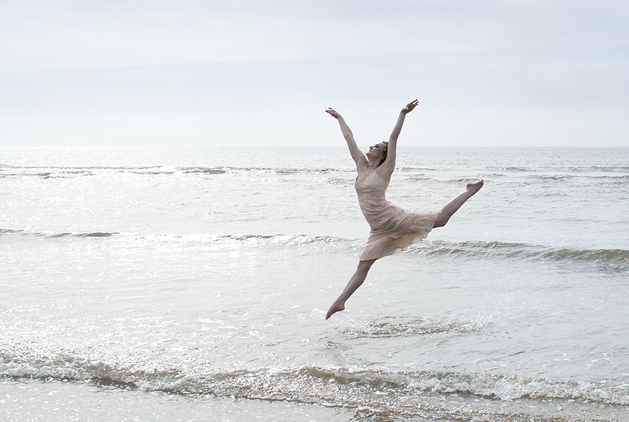 Leaping through the waves / Photography by azealia photography, Model Gwyneth Rhianwen / Uploaded 11th April 2018 @ 06:55 PM