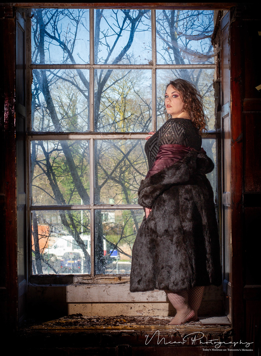 Picture window / Photography by Mcan Photography Ltd (Ste), Model plussize_vintage_madame, Makeup by xxmakeupbystephaniexx / Uploaded 4th February 2019 @ 10:03 PM