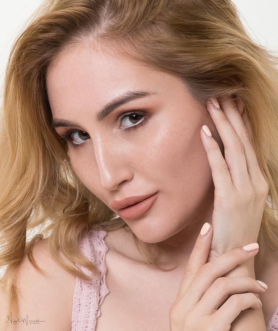 Rachelle / Photography by NigelW, Model Rachelle Summers / Uploaded 8th June 2019 @ 09:21 PM