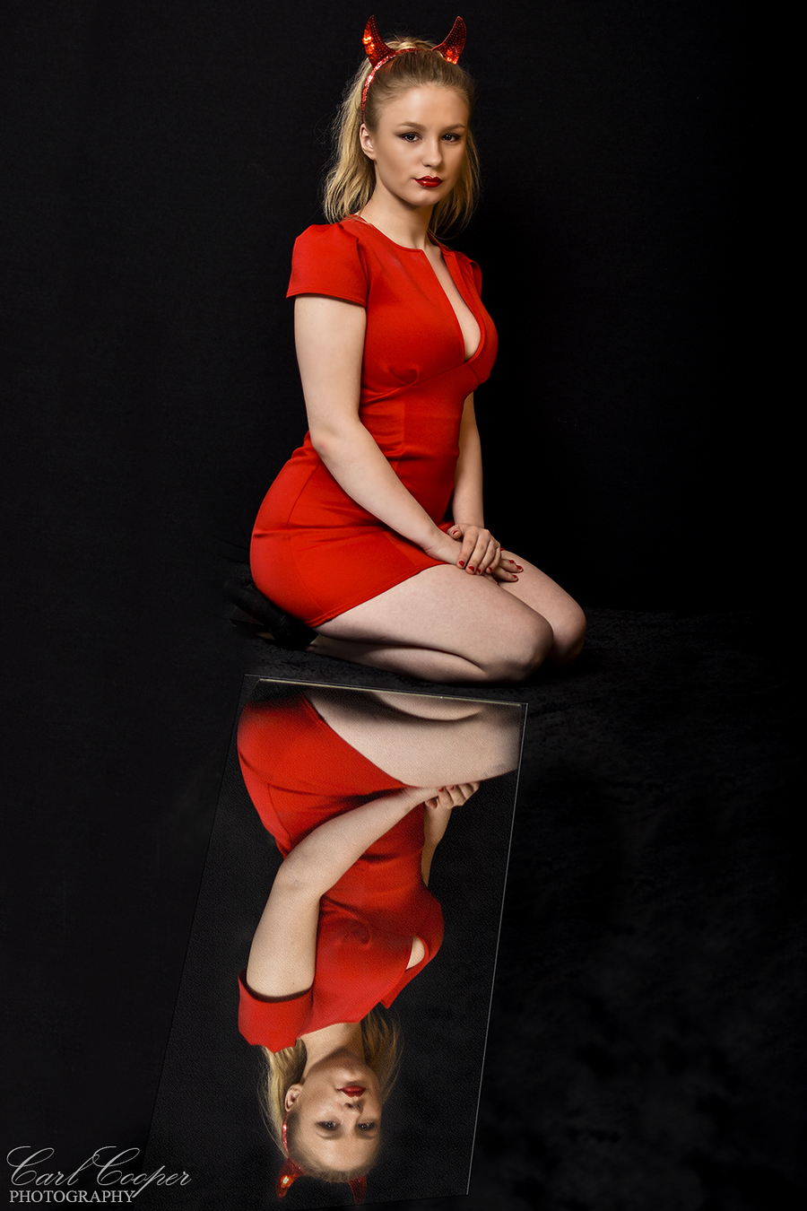 Reflected / Photography by CarlCooperPhotography, Model Dàngeroux Dèlilah, Taken at Hull Photography Studio / Uploaded 26th May 2018 @ 02:30 PM