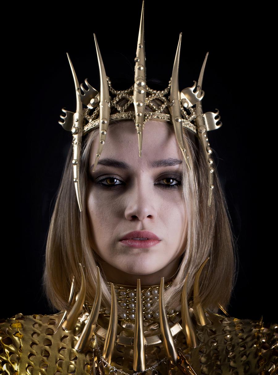 Golden Queen / Photography by VonBatCat, Model Xeniamodel, Stylist VonBatCat, Taken at VonBatCat / Uploaded 23rd March 2020 @ 06:22 PM