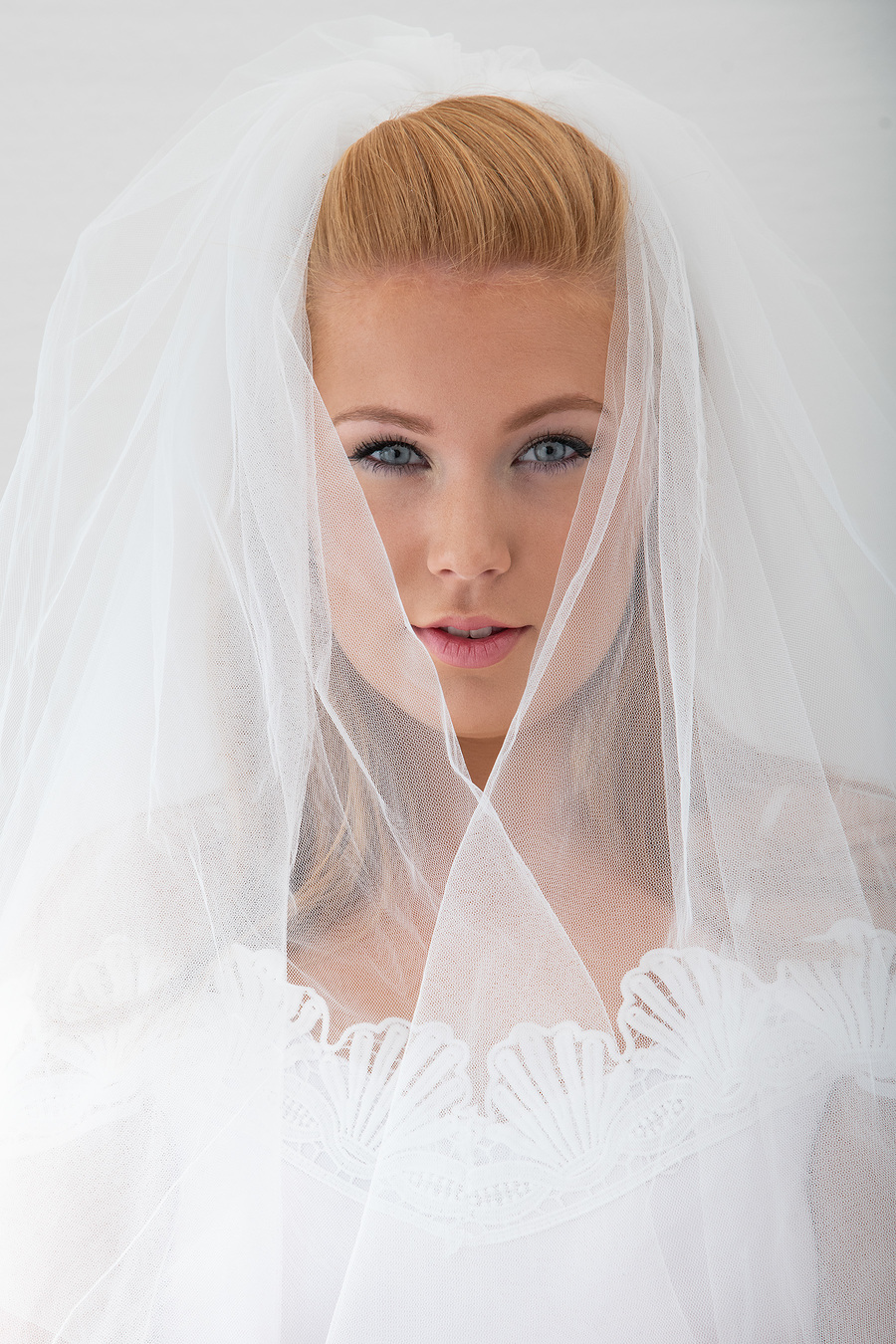 Redd212 Wedding Veil / Photography by Andy Oliver, Model Redd212, Post processing by Andy Oliver, Taken at Ollie's Studio / Uploaded 23rd September 2018 @ 05:41 PM