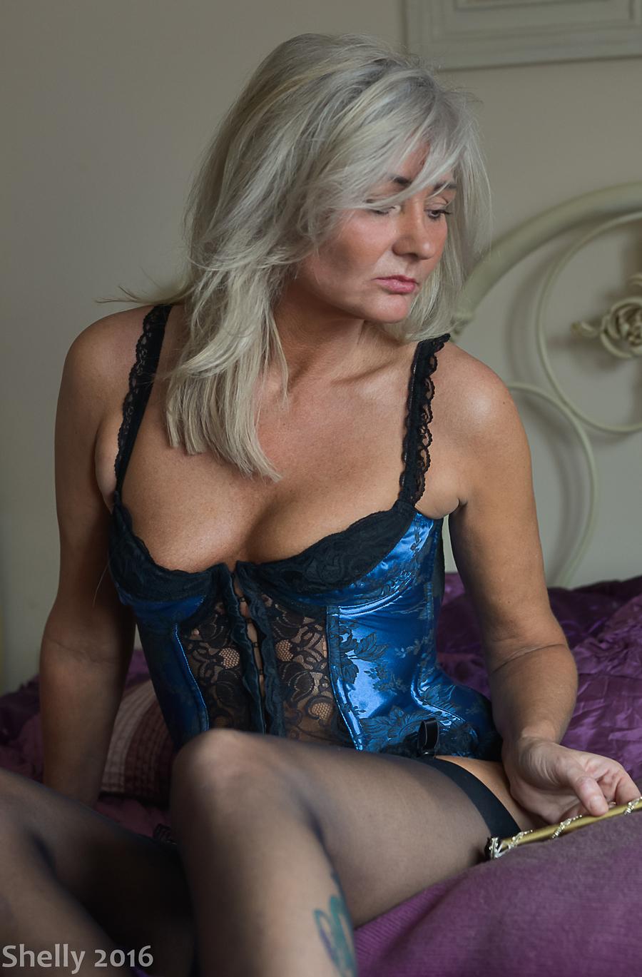 Busty female model portfolio