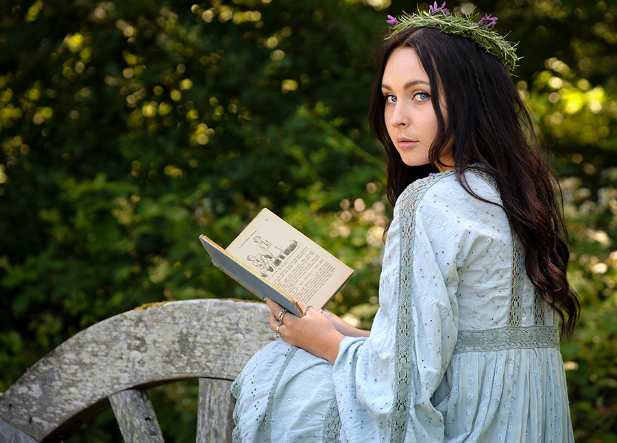 The reader 2 / Photography by Gray2, Post processing by Gray2 / Uploaded 7th September 2019 @ 10:18 AM