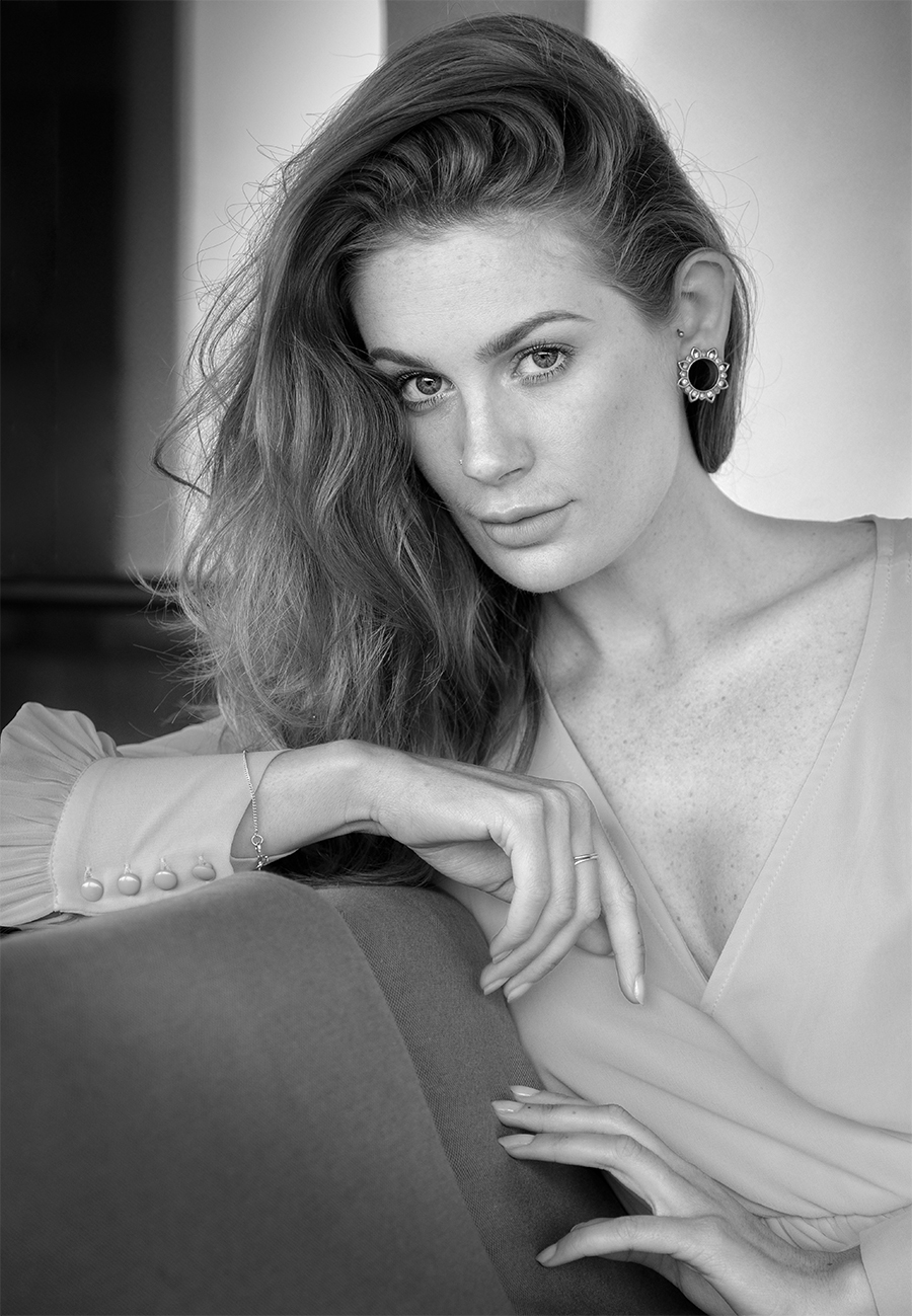 Portrait 2. / Photography by Gray2, Model Artemis Fauna