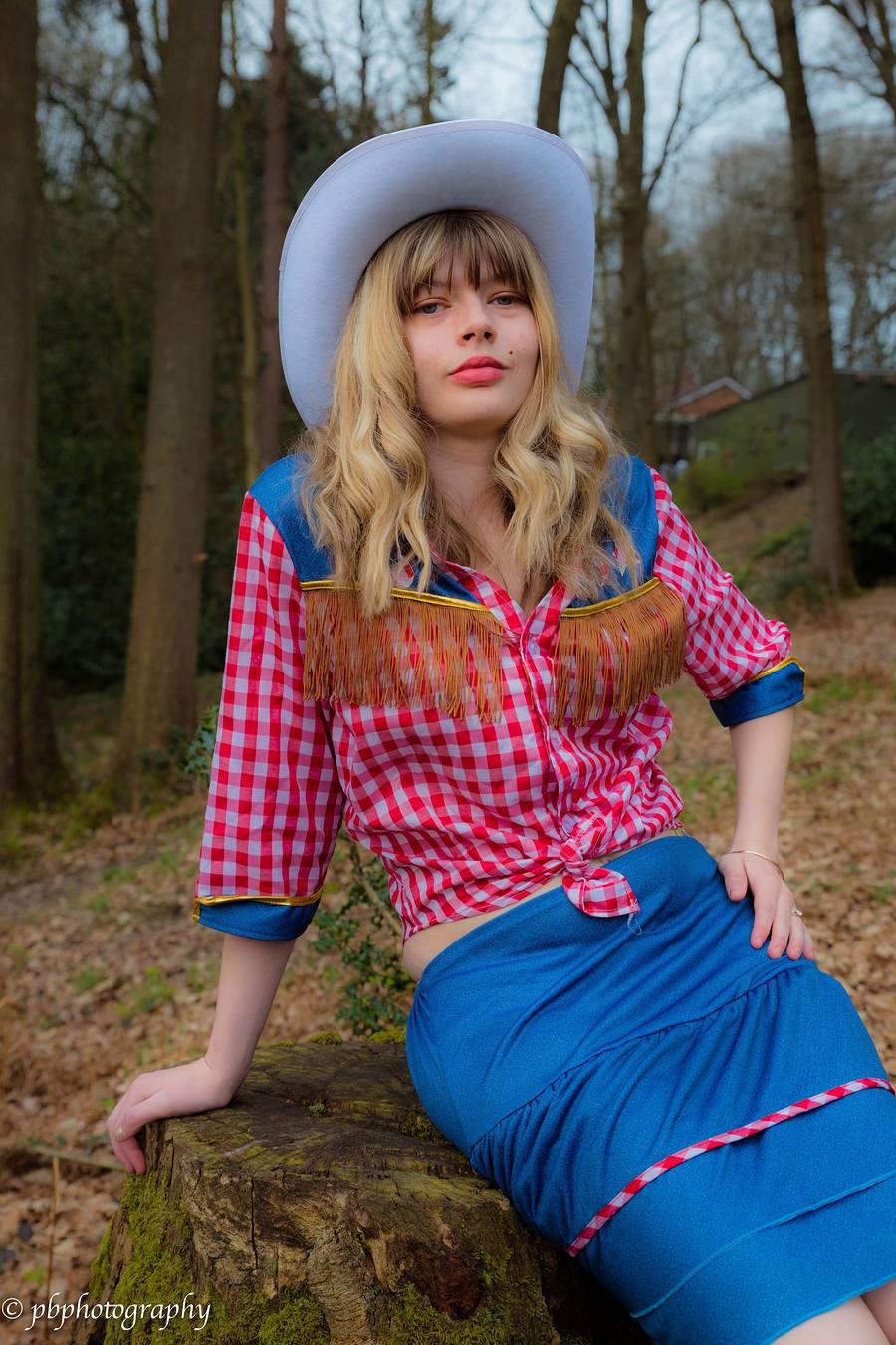 Country shoot / Model Jade3, Taken at Far Forest Studio / Uploaded 22nd April 2018 @ 06:47 PM