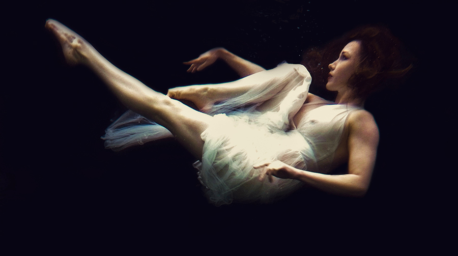 Em Theresa Underwater Dress / Photography by Brian Boyce, Model Em Theresa, Makeup by Em Theresa, Post processing by Brian Boyce / Uploaded 16th July 2019 @ 12:12 PM
