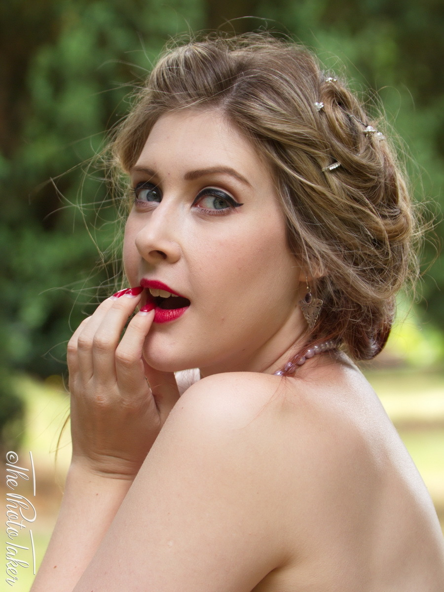 Photography by The Photo Taker, Model TheCrimsonWhite, Makeup by TheCrimsonWhite, Post processing by The Photo Taker, Hair styling by TheCrimsonWhite / Uploaded 4th June 2020 @ 04:31 PM