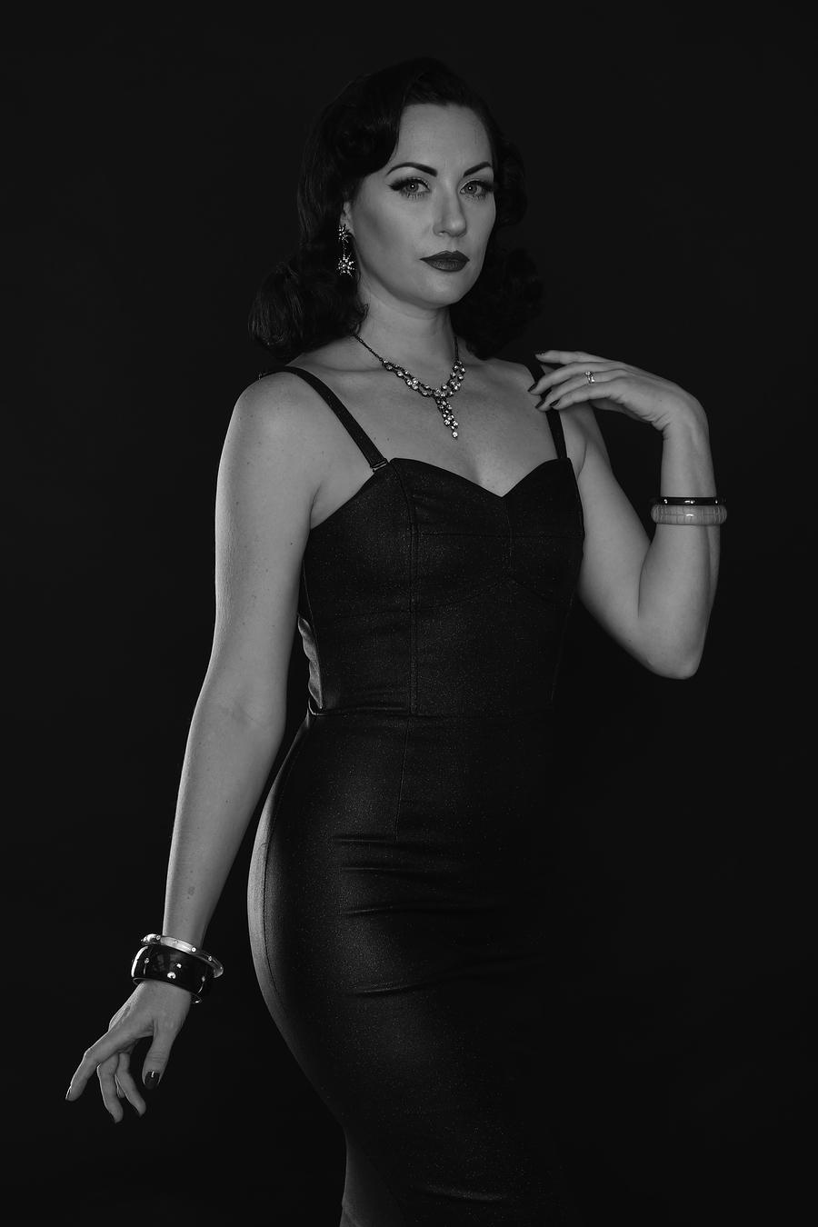 Elegant pose / Photography by Inspire Studios Ltd, Model MissPearlCurl, Taken at Inspire Studios Ltd / Uploaded 21st October 2018 @ 09:44 AM