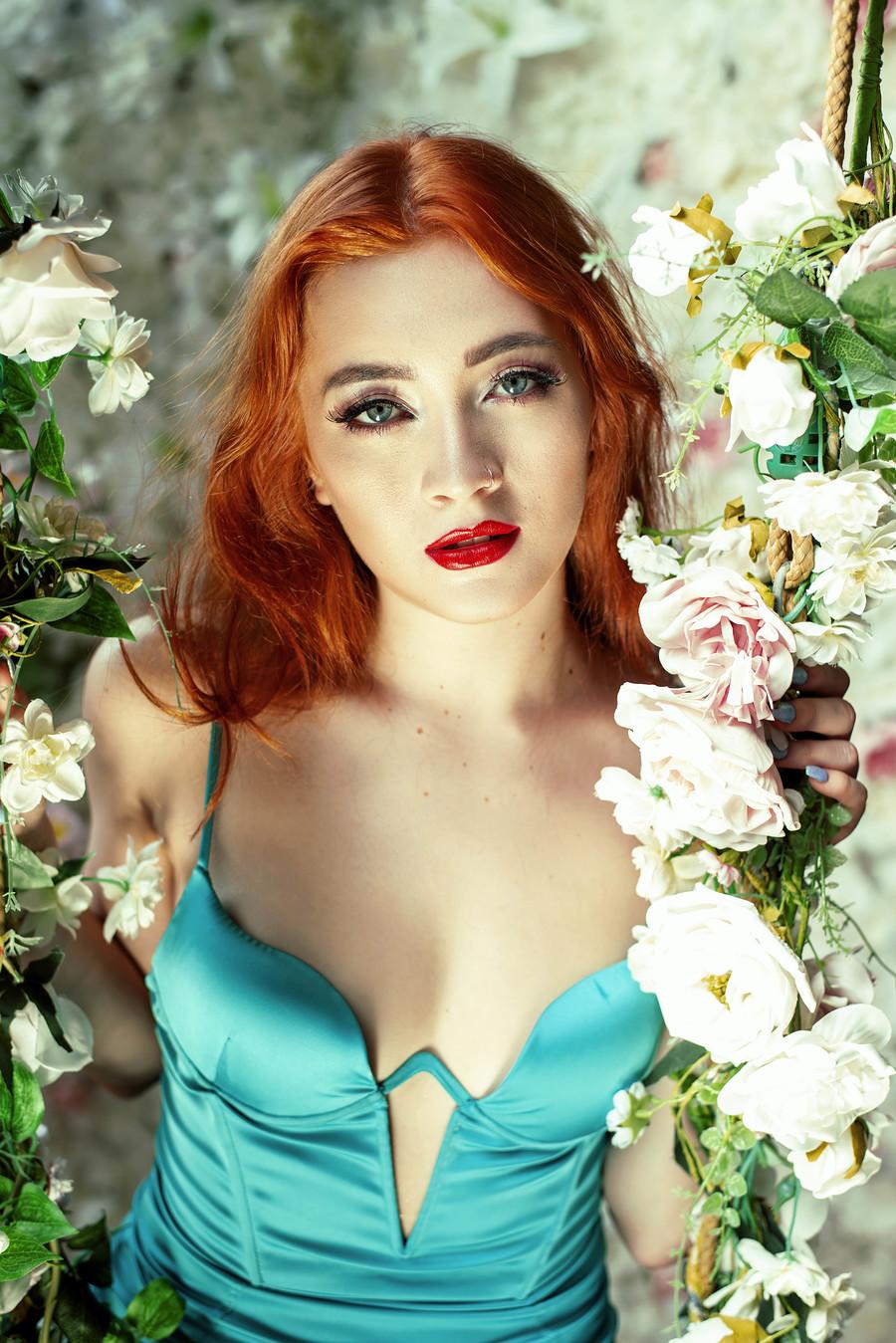 flowers / Photography by Vassili, Model bethnorris21, Taken at Montrose Studio / Uploaded 2nd September 2020 @ 08:55 PM