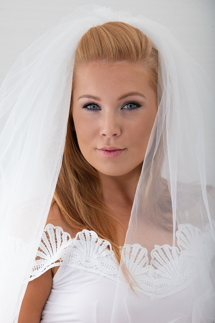 Redd212 Wedding Veil / Photography by Andy Oliver, Model Redd212, Post processing by Andy Oliver, Taken at Ollie's Studio / Uploaded 23rd September 2018 @ 05:38 PM