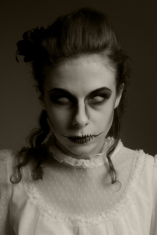 Zombie / Photography by Dan, Model Amaryllis / Uploaded 16th January 2012 @ 06:44 PM