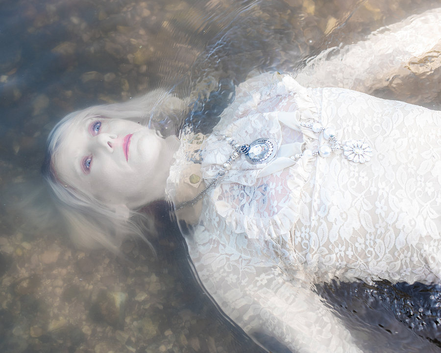 Drowning of Ophelia / Photography by 2fotographic, Model Aurora Hazze / Uploaded 18th July 2019 @ 12:48 AM