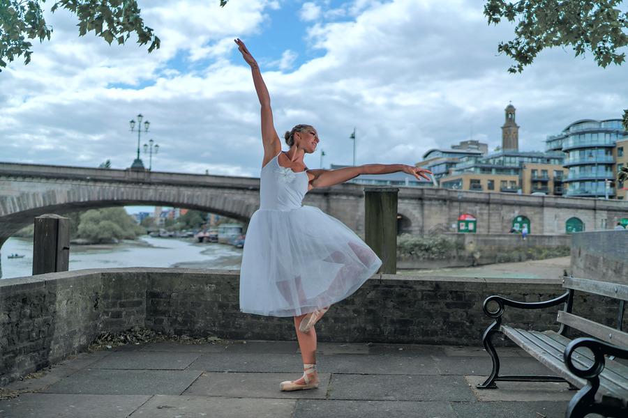 Ballerina @ Strand on The Green / Photography by Ziggysmalls983, Model Emma Elizabeth / Uploaded 28th May 2019 @ 08:48 PM