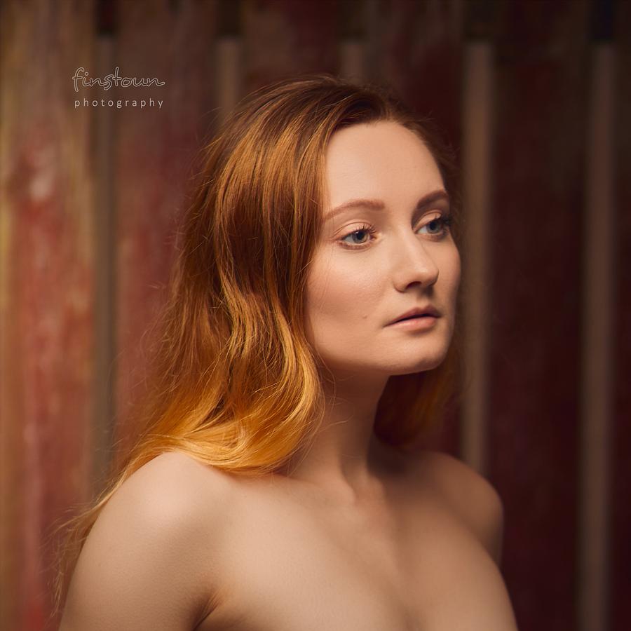 Gwyneth: Portrait Against Old Fence / Photography by finstoun, Model Eowyn Luna, Post processing by JonC Retoucher / Uploaded 27th February 2021 @ 09:23 PM