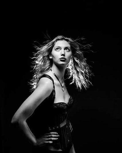 Fan service / Model Evie Siddal / Uploaded 21st September 2019 @ 03:06 PM