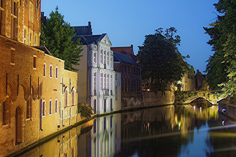 Bruges canal at night. / Photography by Graven Image Photography / Uploaded 3rd September 2016 @ 11:21 PM
