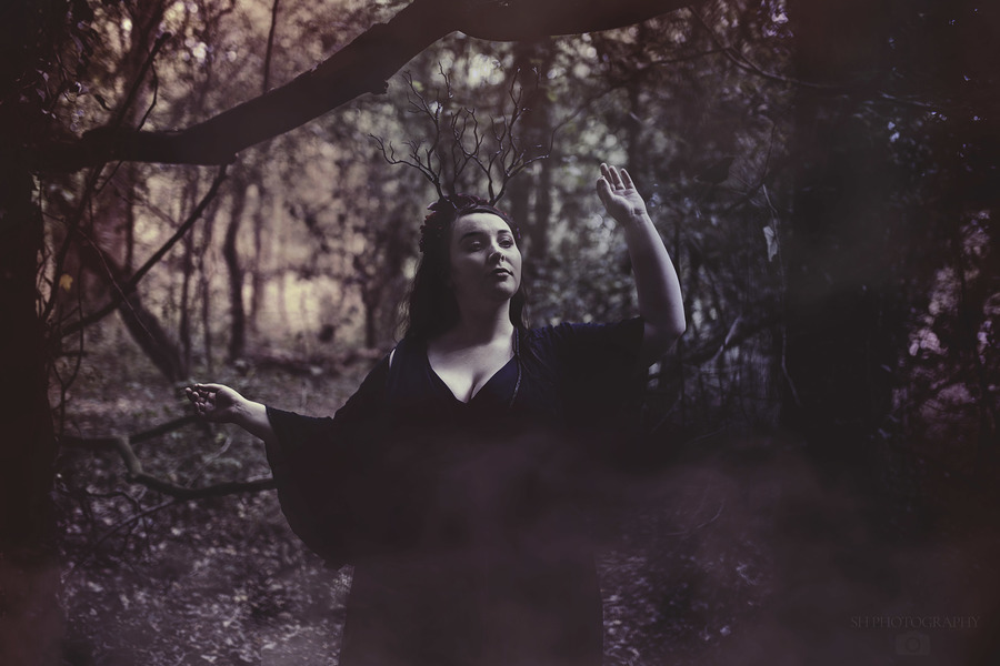 In the deep dark woods / Photography by ThreePetals, Model Belle Rose, Makeup by Belle Rose, Post processing by ThreePetals / Uploaded 9th September 2019 @ 04:45 PM