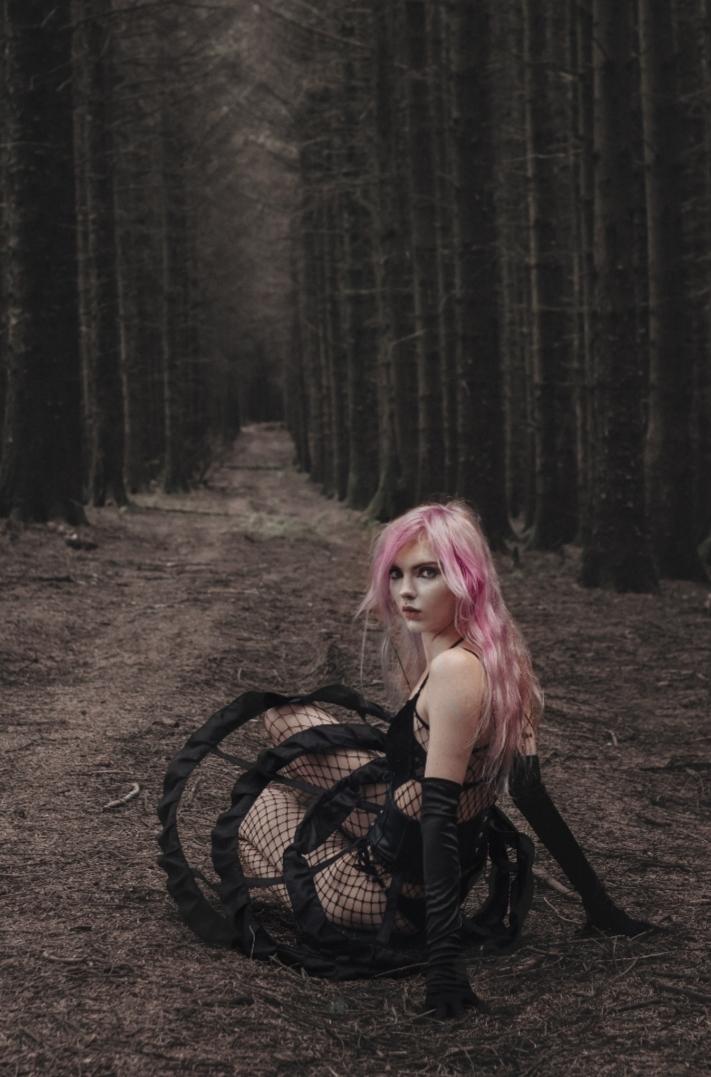 Forrest bond / Photography by Iris Ferret, Model Rune (chibirune) / Uploaded 20th December 2019 @ 07:06 PM