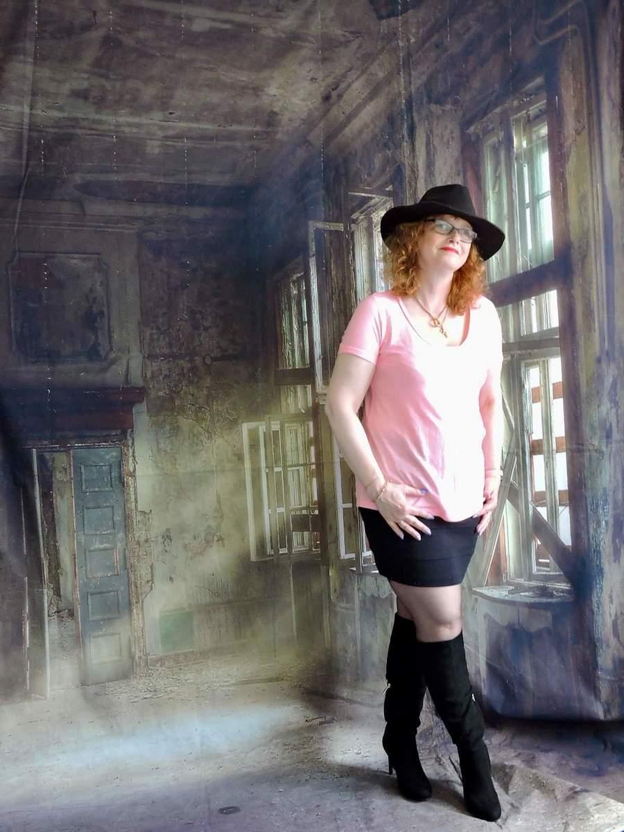 The black hat / Model WrexhamModel / Uploaded 9th September 2020 @ 07:09 PM