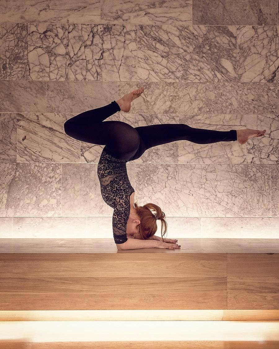 yoga in the design museum London with flexibele yogini yogi in asana by Michal Jeck Photography / Photography by Michal J, Model Al Ten / Uploaded 27th May 2019 @ 10:02 AM