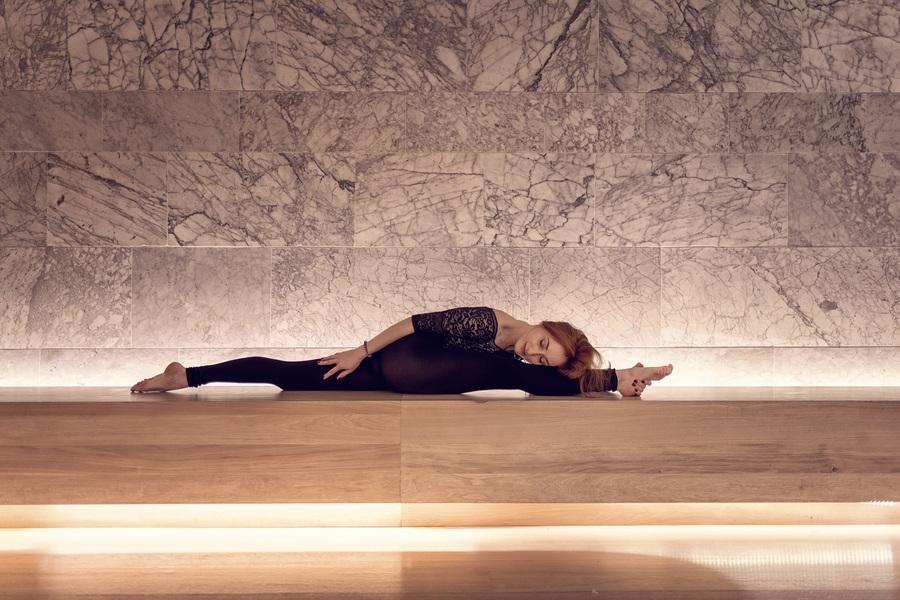yoga in the design museum London with flexibele yogini yogi in asana by Michal Jeck Photography / Photography by Michal J, Model Al Ten / Uploaded 27th May 2019 @ 11:02 AM