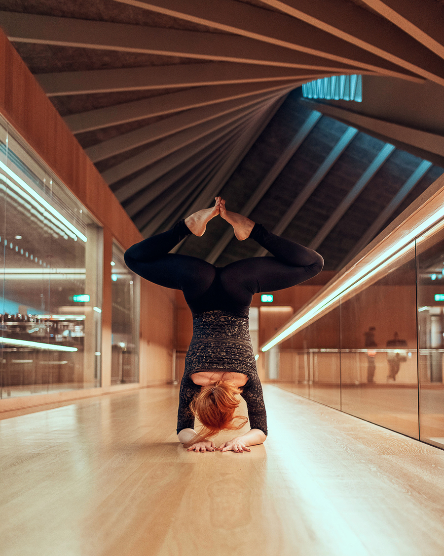 yoga in the design museum London with flexibele yogini yogi in a / Model Al Ten / Uploaded 27th May 2019 @ 11:02 AM