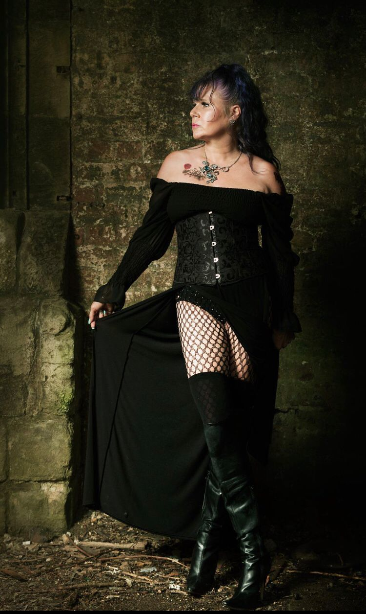 Lady In Black / Photography by PureBlood, Model Knotti3Ang31L, Makeup by Knotti3Ang31L / Uploaded 28th August 2021 @ 08:58 PM