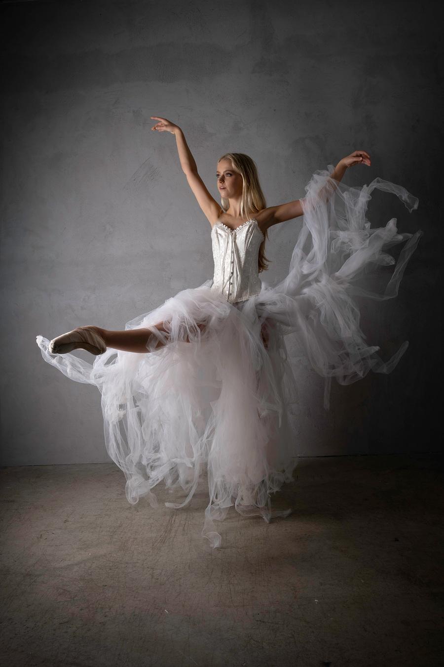Floating away / Model Ballerina.Elle, Taken at Inspire Studios Ltd / Uploaded 16th January 2021 @ 09:58 AM