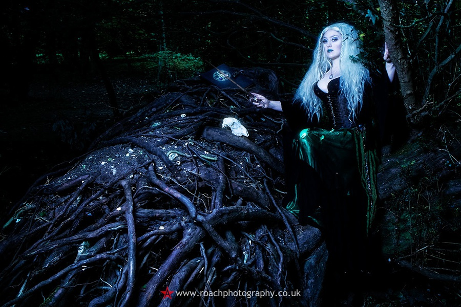 The Witch in The Woods 1 / Photography by Andrew Roach, Model Sirona Thorneycroft / Uploaded 22nd June 2016 @ 03:16 PM