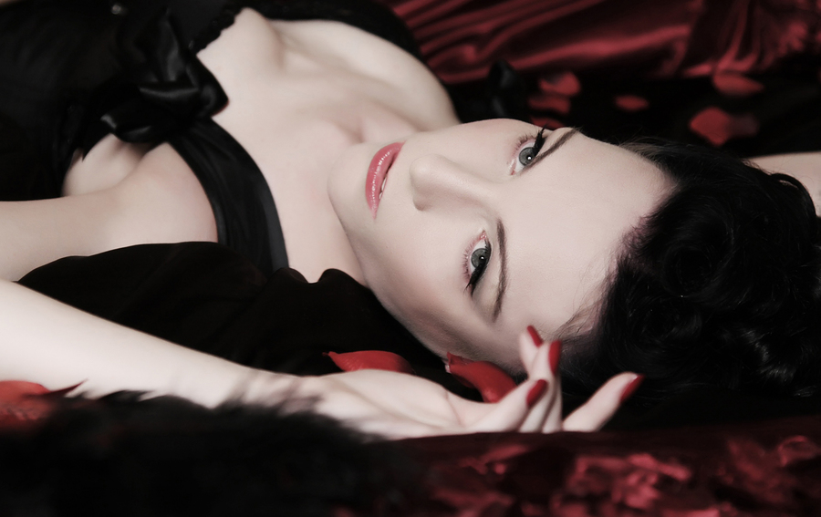 Boudoir Noir / Model Avant Garde, Makeup by Miriam King Makeup / Uploaded 26th October 2013 @ 10:02 PM