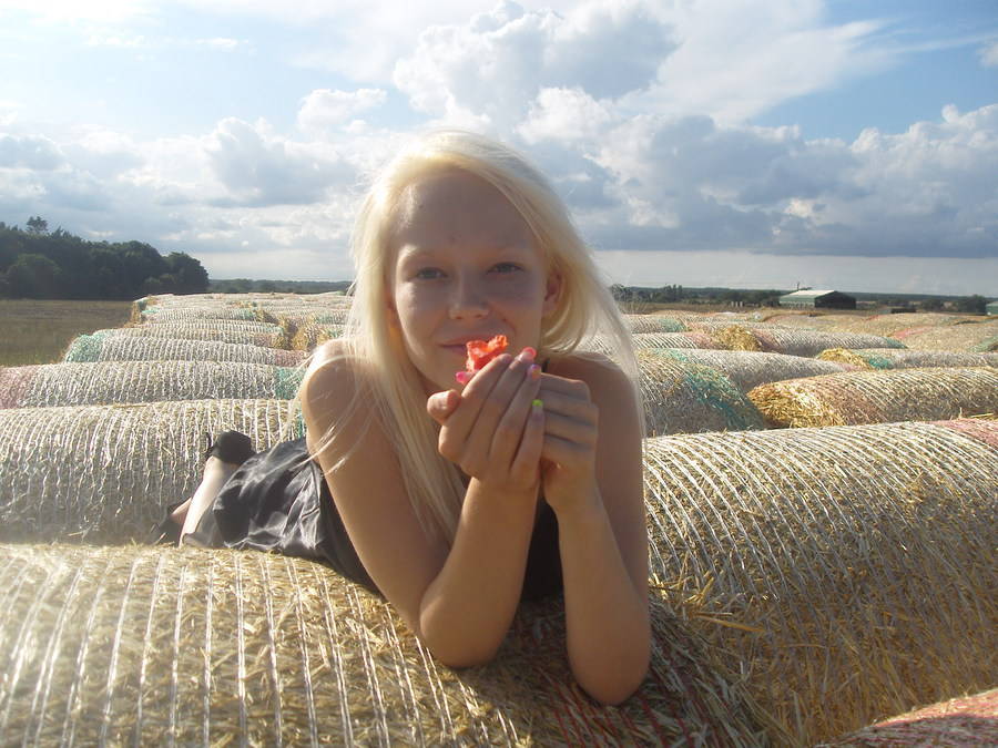 The poppy / Photography by John 75, Model Kacook96 / Uploaded 17th August 2013 @ 11:02 AM