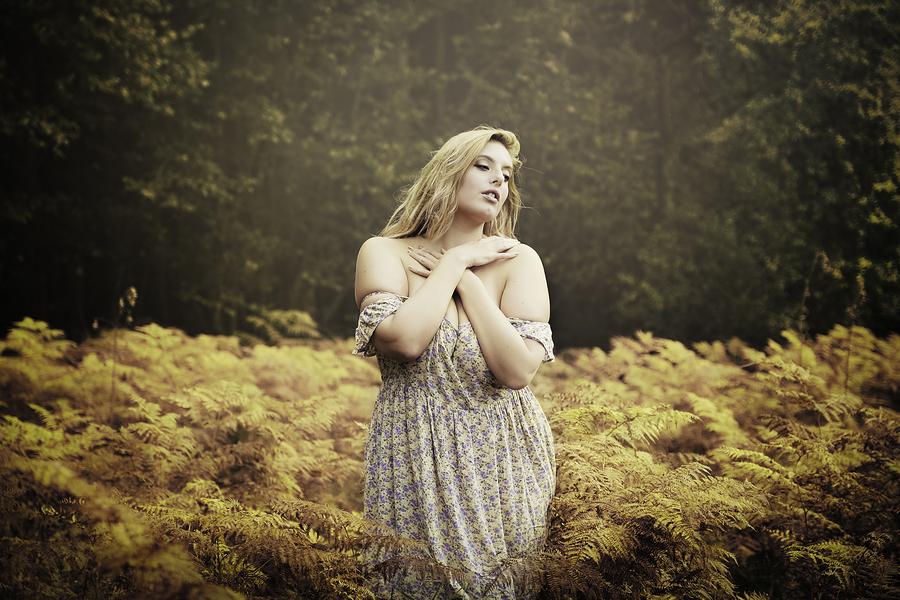 Arabella / Photography by WhiteRabbit, Model Arabella / Uploaded 12th October 2015 @ 10:48 AM