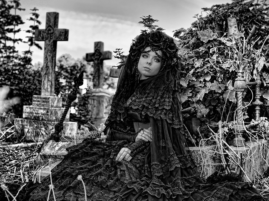 Death becomes her / Photography by amfalconer, Model Savra / Uploaded 26th July 2015 @ 06:24 PM