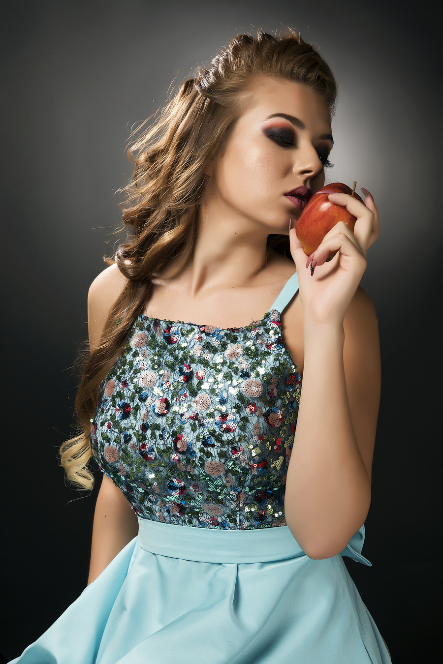 Red Apple / Photography by FotoPopescu, Model Bianca Marina Grigore, Post processing by Purple Princess Edits / Uploaded 7th November 2017 @ 07:08 PM