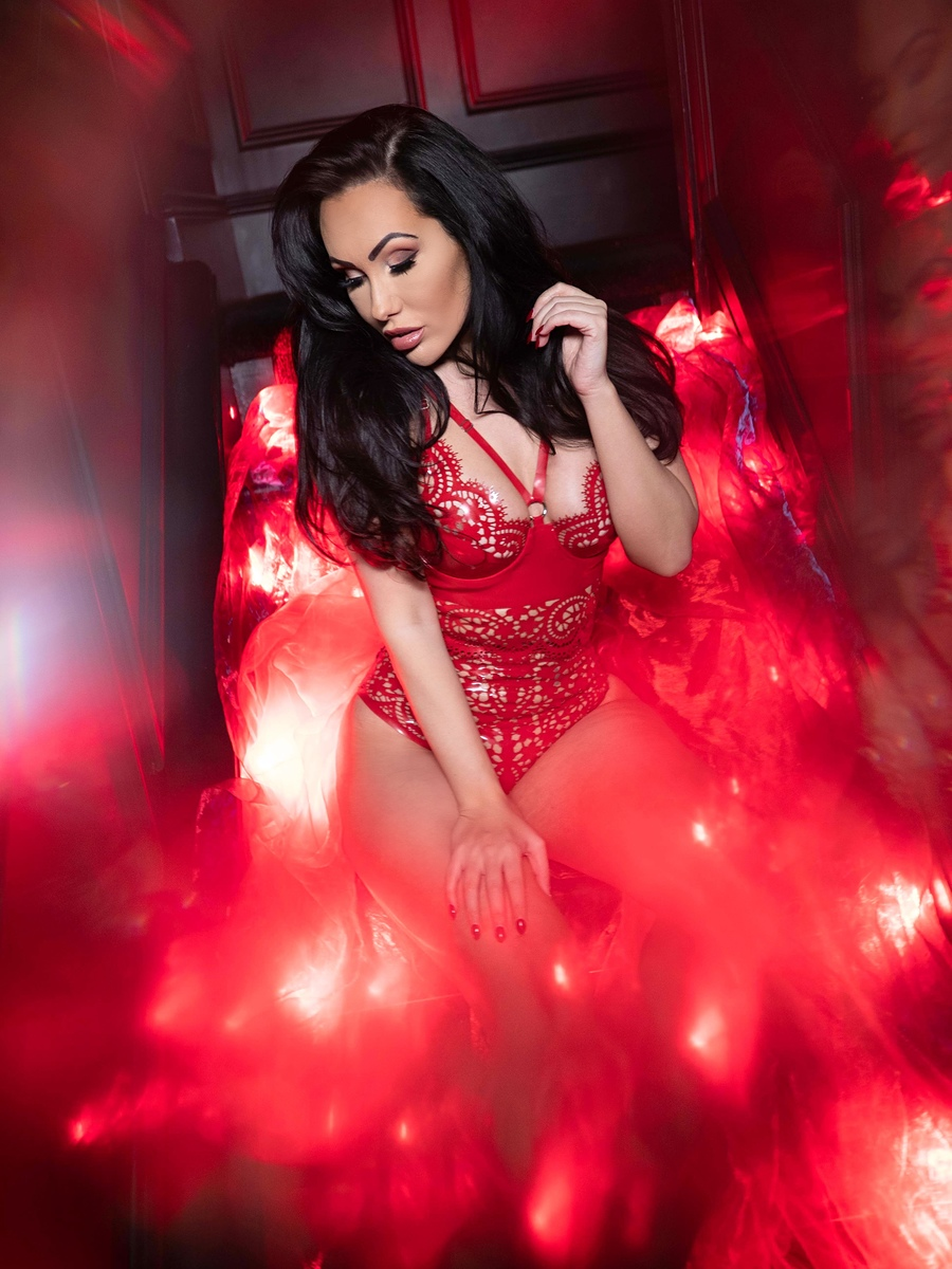 red light / Photography by frankinsella, Model BeckyDee / Uploaded 29th February 2020 @ 02:56 PM
