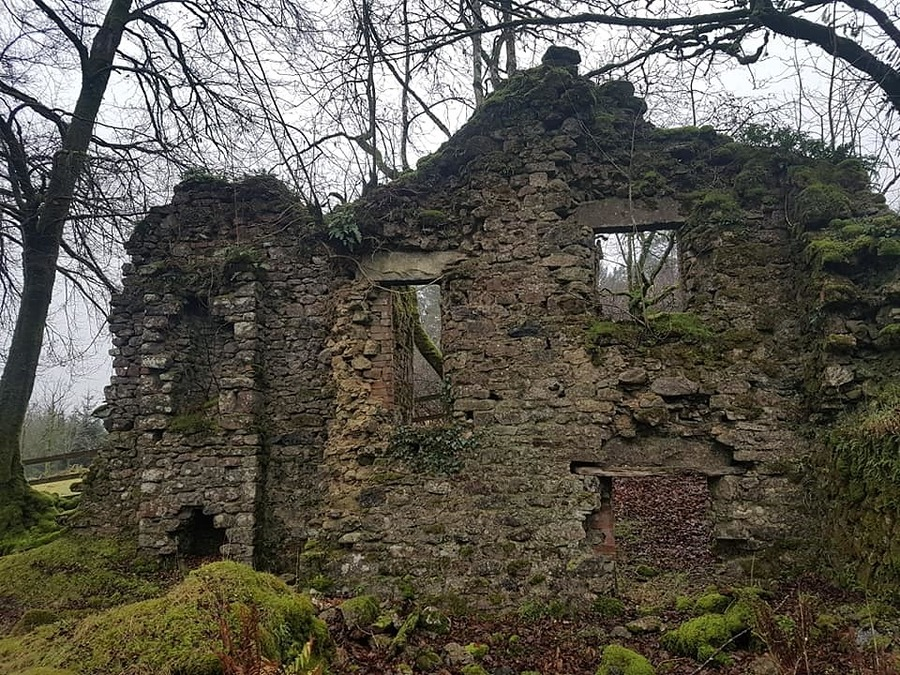 Old ruin I can shoot at / Model Freya / Uploaded 26th July 2019 @ 02:58 PM