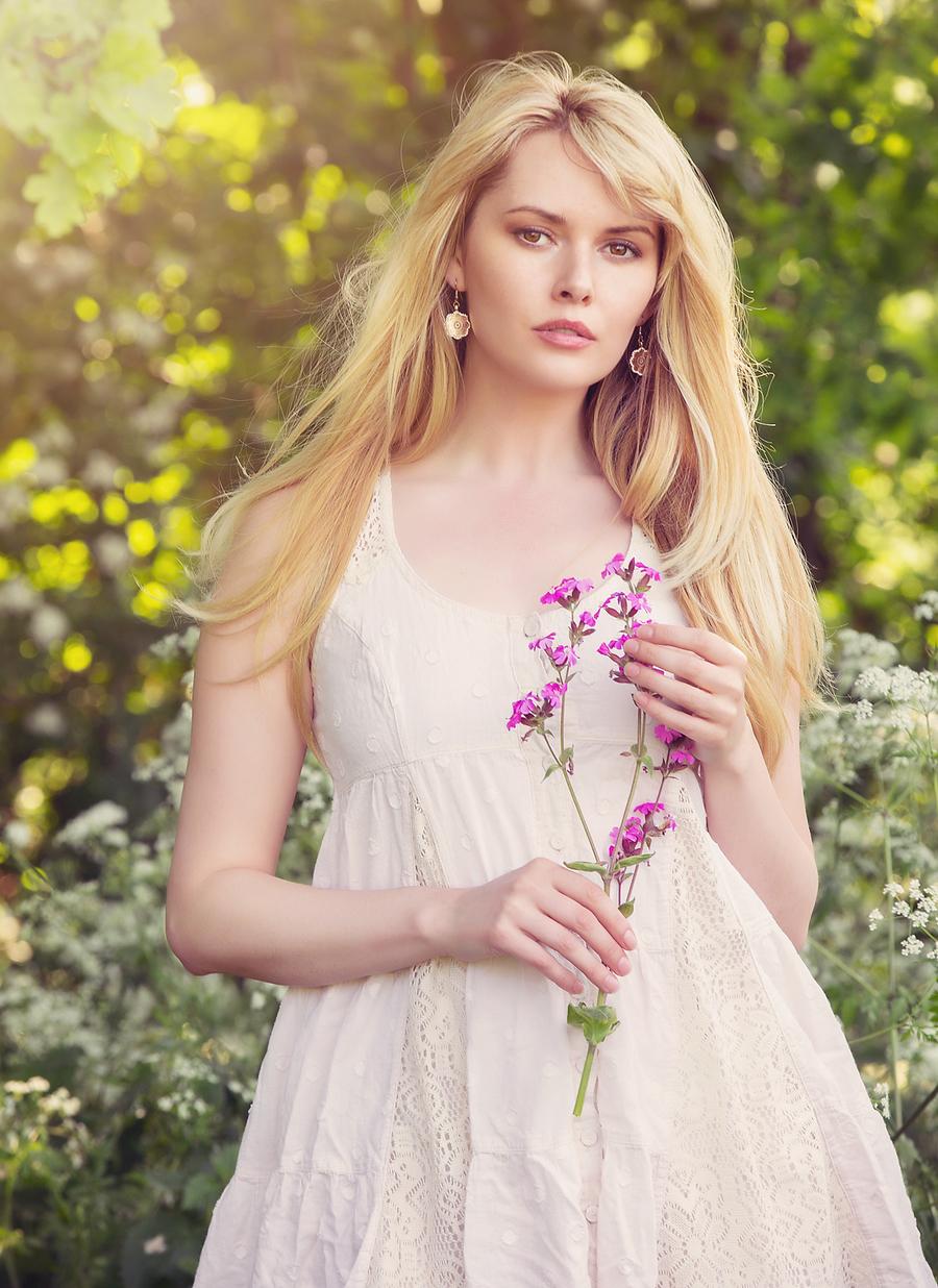 Wiltshire Sun / Model Carla Monaco / Uploaded 25th May 2018 @ 08:13 PM