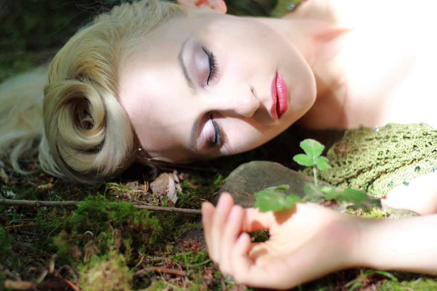 Maidens Slumber / Photography by seetheyes, Model Keira Lavelle, Makeup by Keira Lavelle, Taken at Joel Hicks Photographic, Hair styling by Keira Lavelle / Uploaded 29th August 2016 @ 05:55 PM