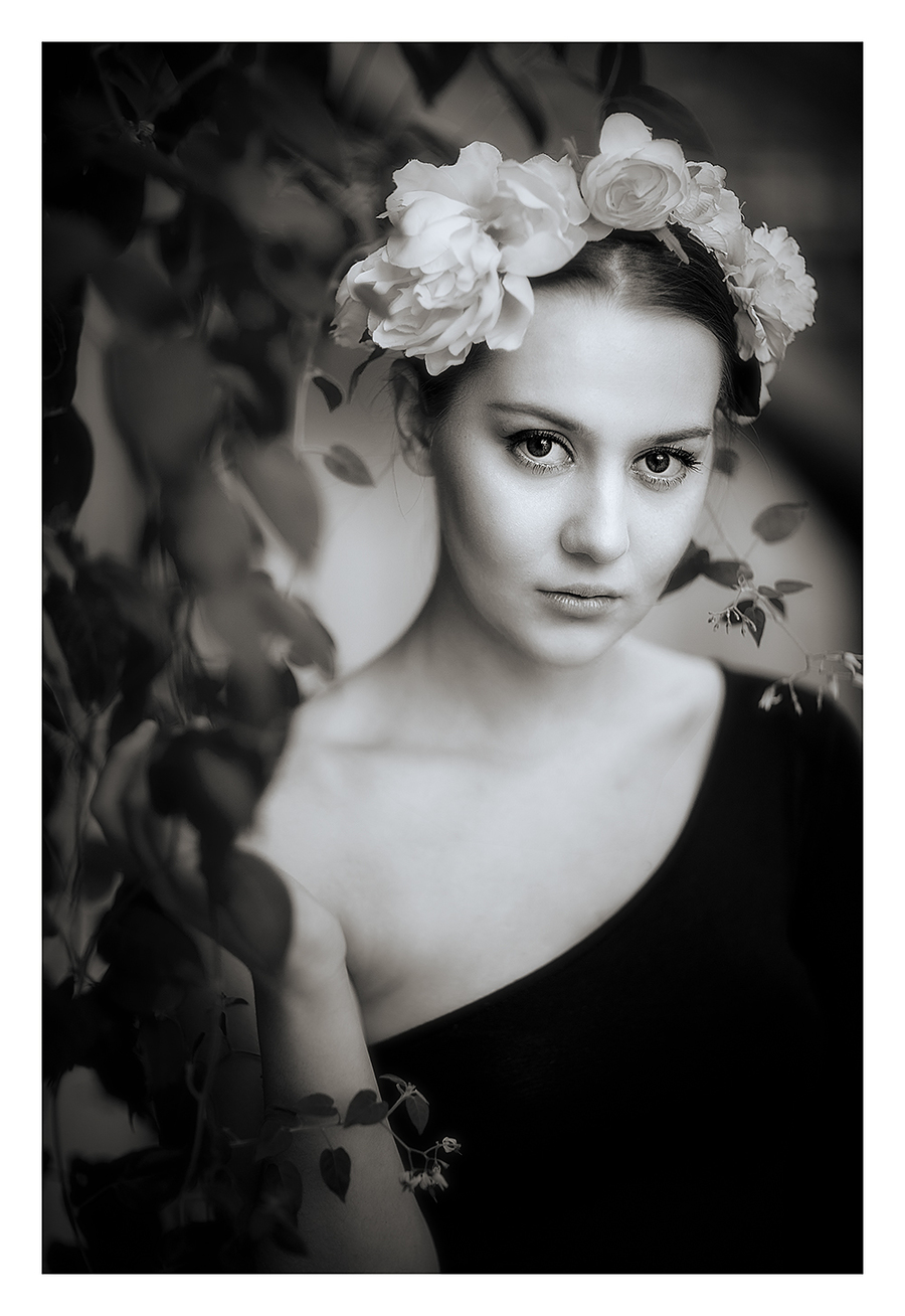 Dominika - monochrome flowers / Photography by jakabi, Model Dominika Lowicka, Post processing by jakabi, Stylist Dominika Lowicka / Uploaded 30th September 2018 @ 10:40 AM